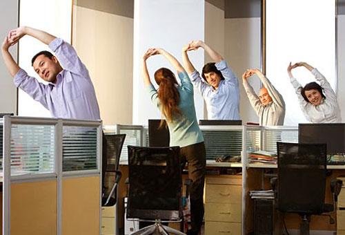 34139 511 ورزش های مناسب برای کارمندان پشت میز نشین
