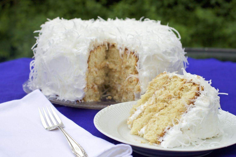 طرز تهیه یک کیک تولد نارگیلی خوشمزه