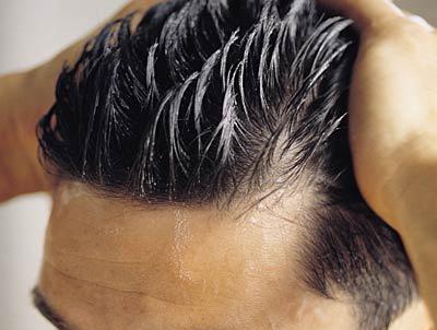 چه عواملی موجب چرب شدن موها می شوند