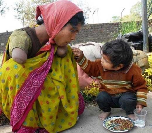 عکس:محبتکودک به مادری کهدست ندارد