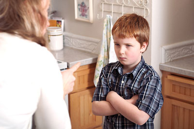 کودک خود را با اشتباه خود دروغگو نکنید