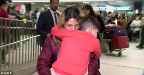 لحظه آزادی کودک 5 ساله ایرانی در واشنگتن