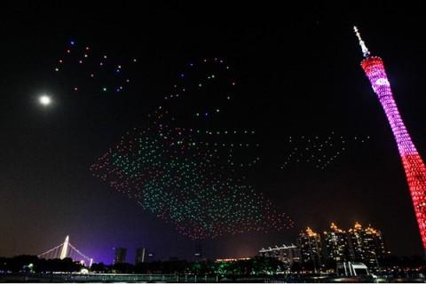 رکورد شکنی چینیها با رقص 1000 پهپاد در آسمان