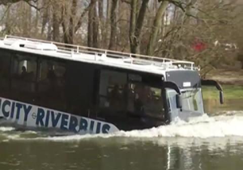 حرکت روی آب با اتوبوس!