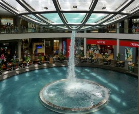 آبنمای گردابی تماشایی در سنگاپور