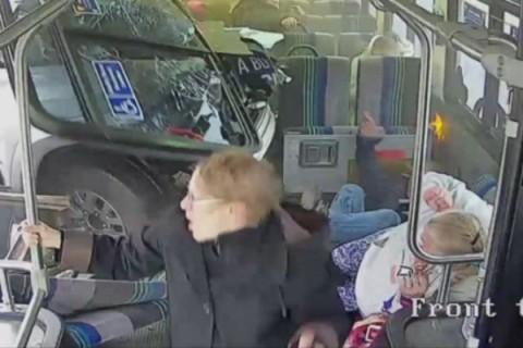 نجات معجزه آسای مسافران اتوبوس از مرگ