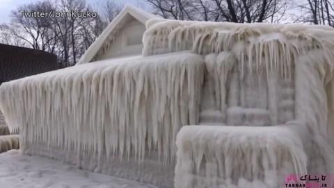 سرمای شدید خانه را به یک قلعهی یخی تبدیل کرد