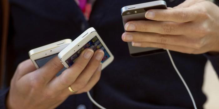 هشدار به والدینی که چشم از تلفن همراه خود برنمیدارند!