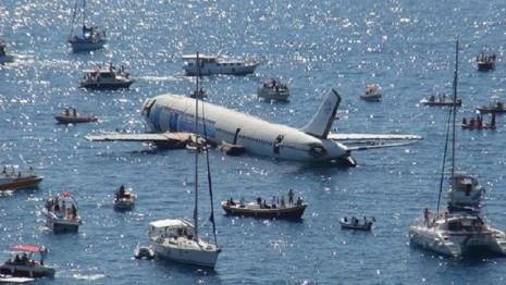 غرق هواپیمای مسافربری برای جذب توریست