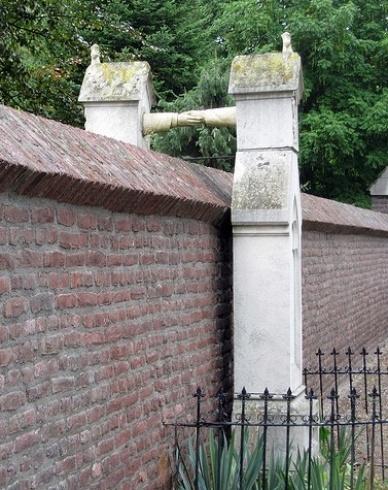 عجیب ترین سنگ قبرهای دنیا!