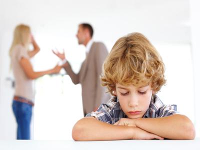 چه آسیبهایی در انتظار فرزندان طلاق است؟