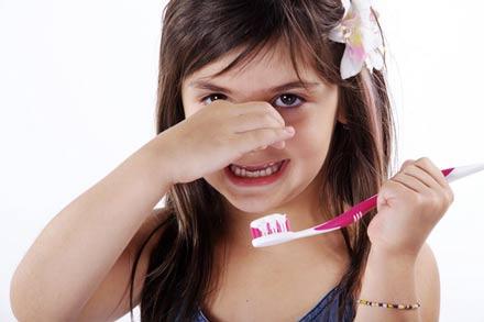 ریفلاکس معده بد رابطه بوی و دهان