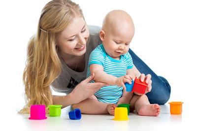 والدين خسته چگونه کودک خود را سرگرم کنند