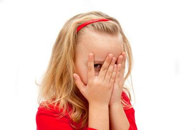 کمرویی و گوشهگیری کودکان را چگونه حل کنیم