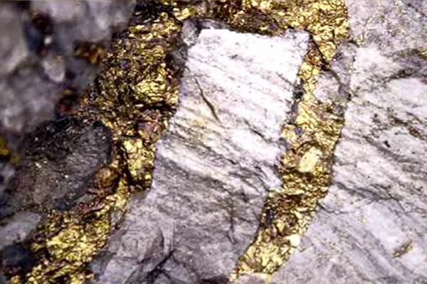 ارتباط زلزله با طلا