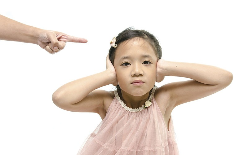 چگونه کودک را حرفشنو تربیت کنیم