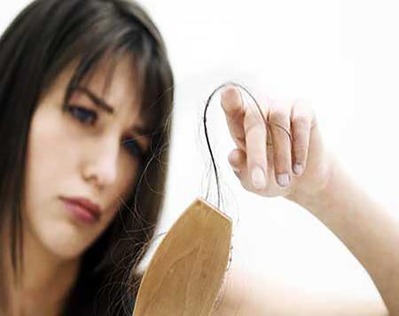 علت ريزش مو در دختران جوان