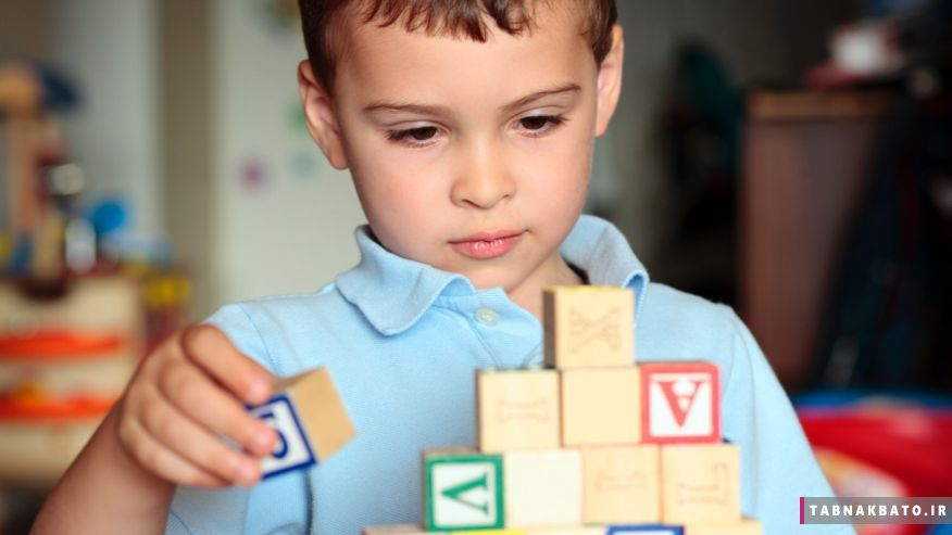 آیا کودک شما، علائم اوتیسم را از خود بروز میدهد؟