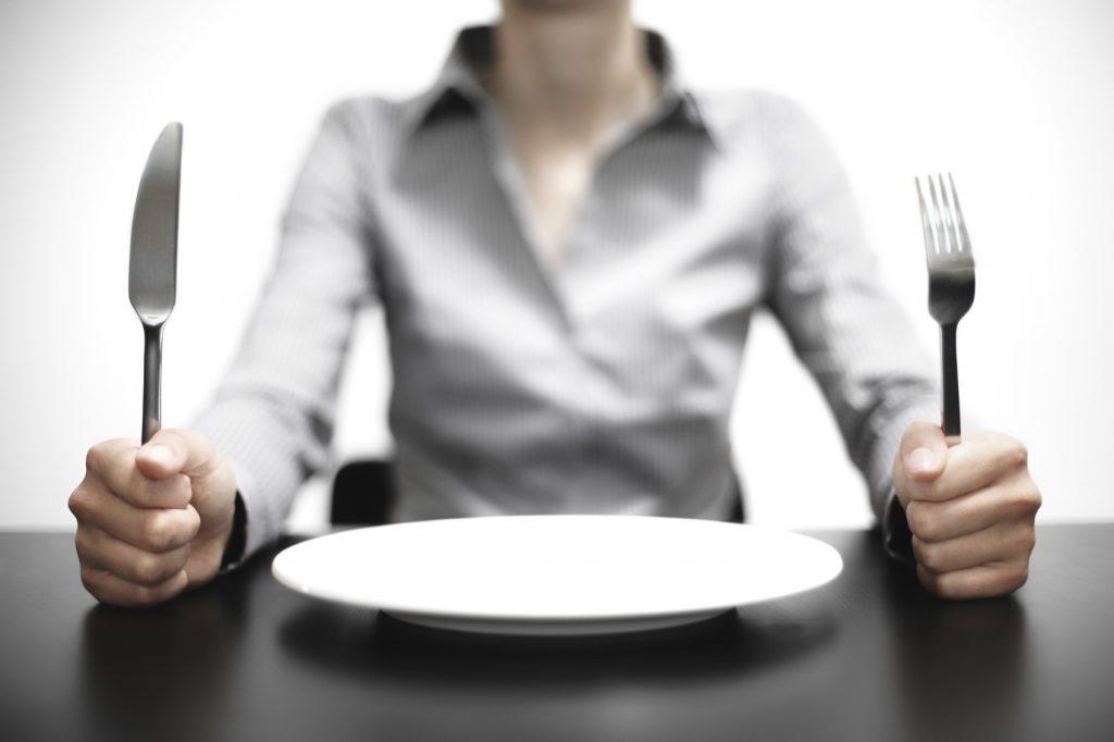 آیا می دانید گرسنگی چه پیامدهای منفی بر بدن دارد؟