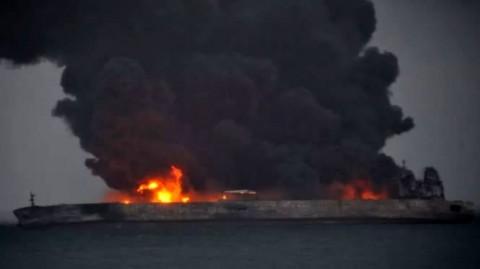 غرق شدن نفتکش ایرانی