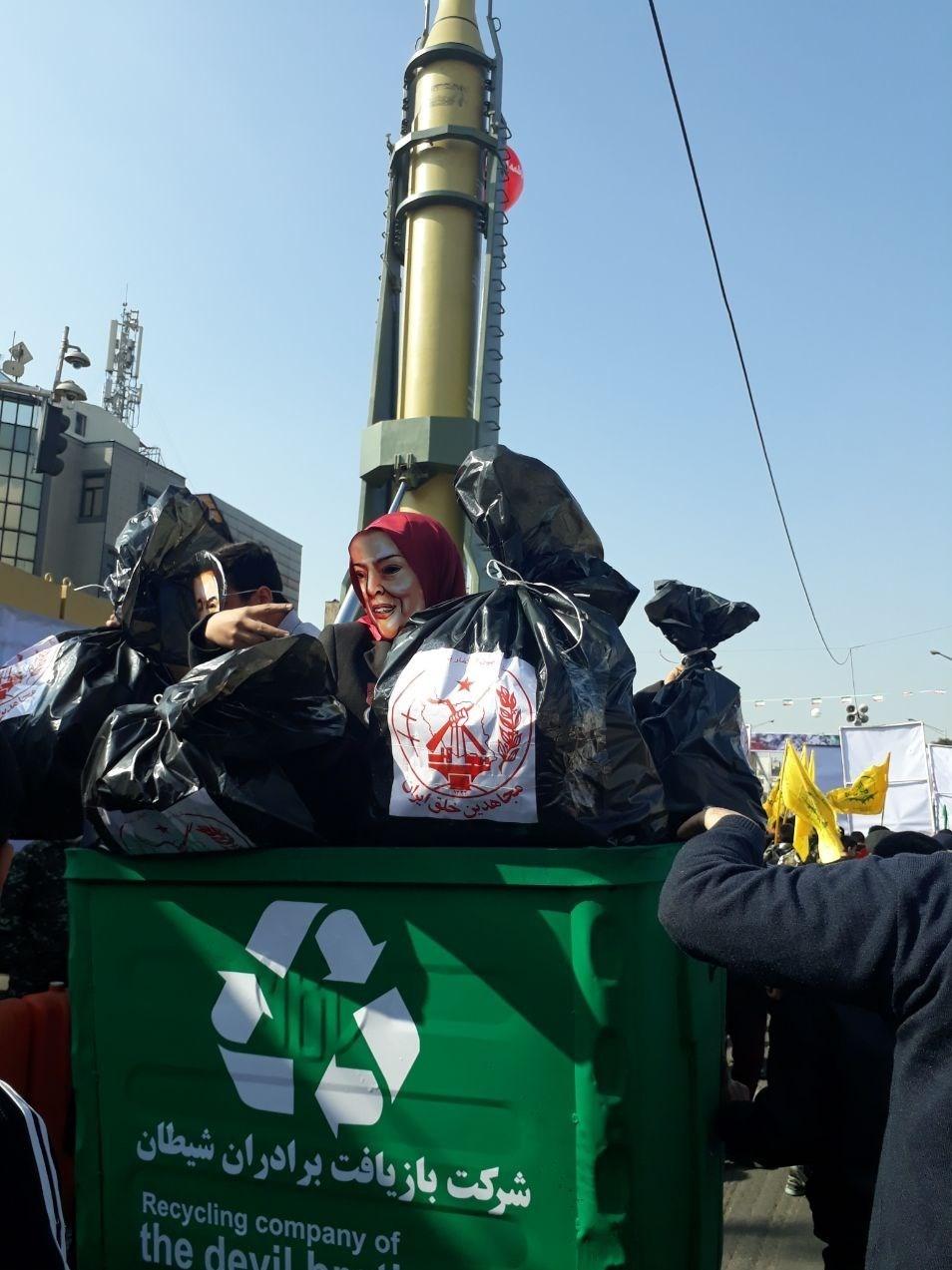 راهپیمایان تهرانی پرچم آمریکا و اسرائیل را آتش زدند +عکس