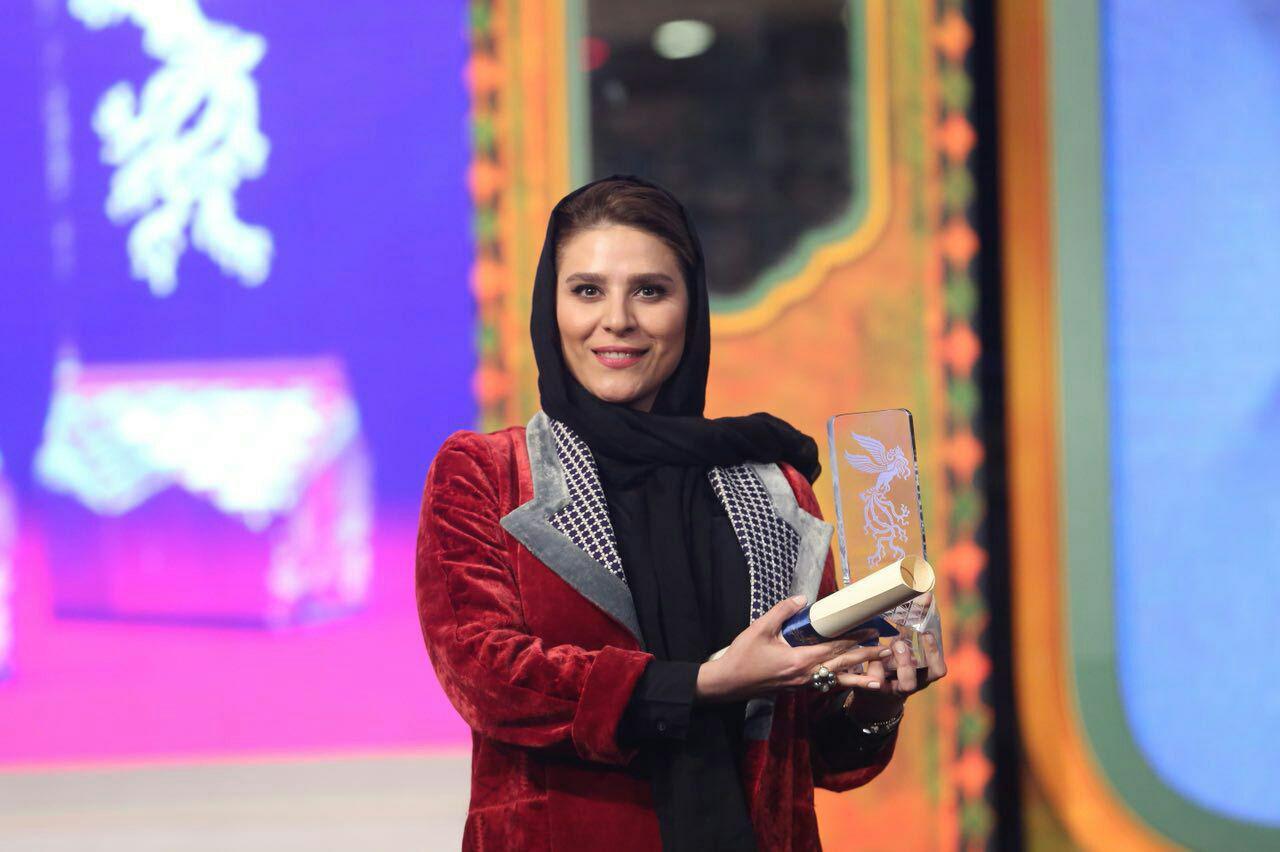 سحر دولتشاهی با سیمرغ بلوریناش +عکس