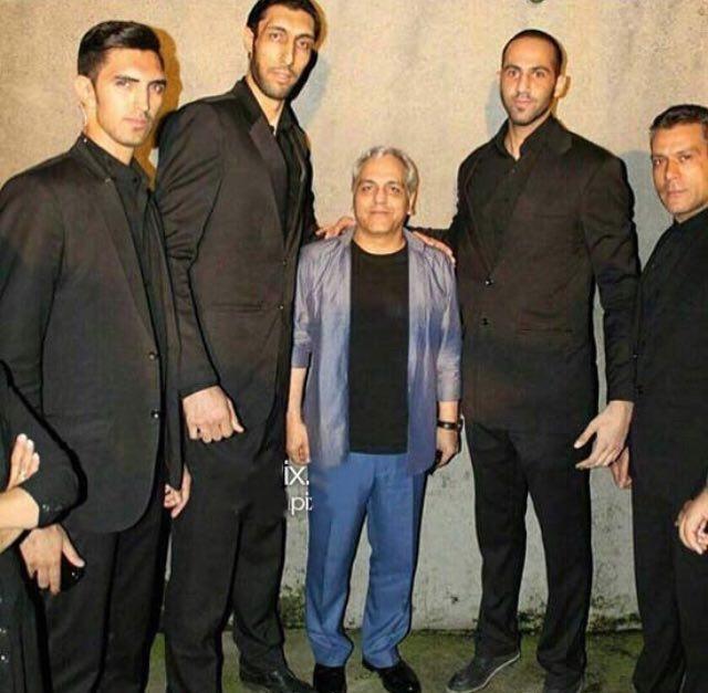 مهران مدیری در میان ۴ بادیگارد غول پیکر + عکس