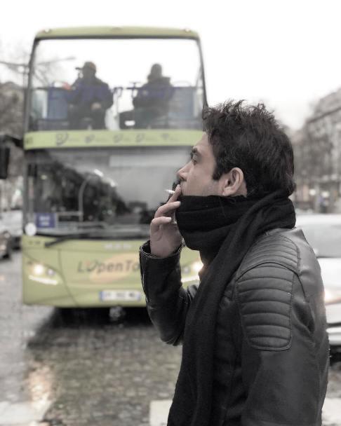 کار نامتعارف محسن چاوشی در خیابانهای پاریس +عکس