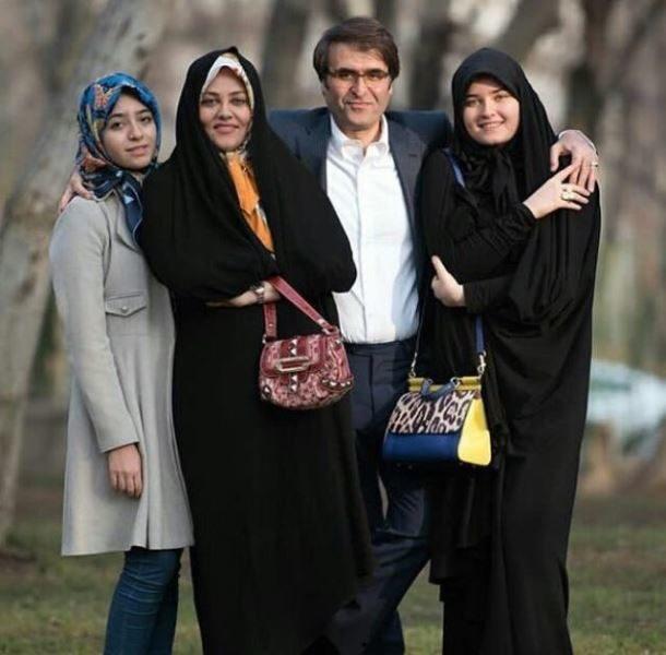 نوه امام خمینی(ره) در کنار همسر و دخترانش +عکس
