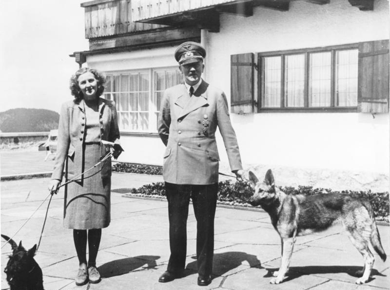 نازیها دو نفر دیگر را به جای هیتلر و همسرش سوزاندند!