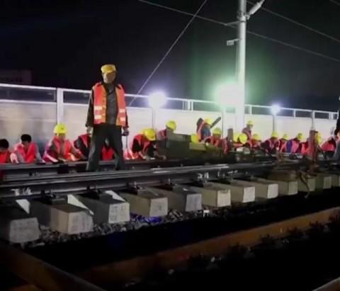 وقتی چینی ها در ۹ ساعت ایستگاه قطار می سازند