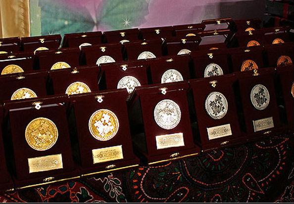 هدیه رهبر انقلاب به نخبگان دانشگاه شریف + عکس