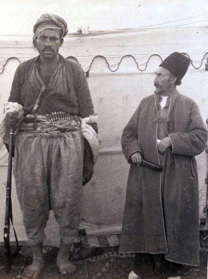 ارباب قاجاری و بادیگاردش+عکس