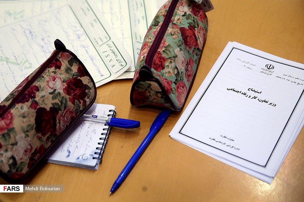 میز کار یک نماینده مجلس +عکس