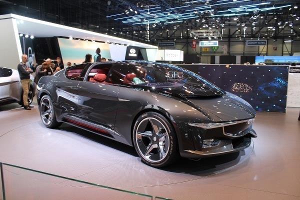طراحی خودروی برقی با شیشه جلویی عجیب +عکس