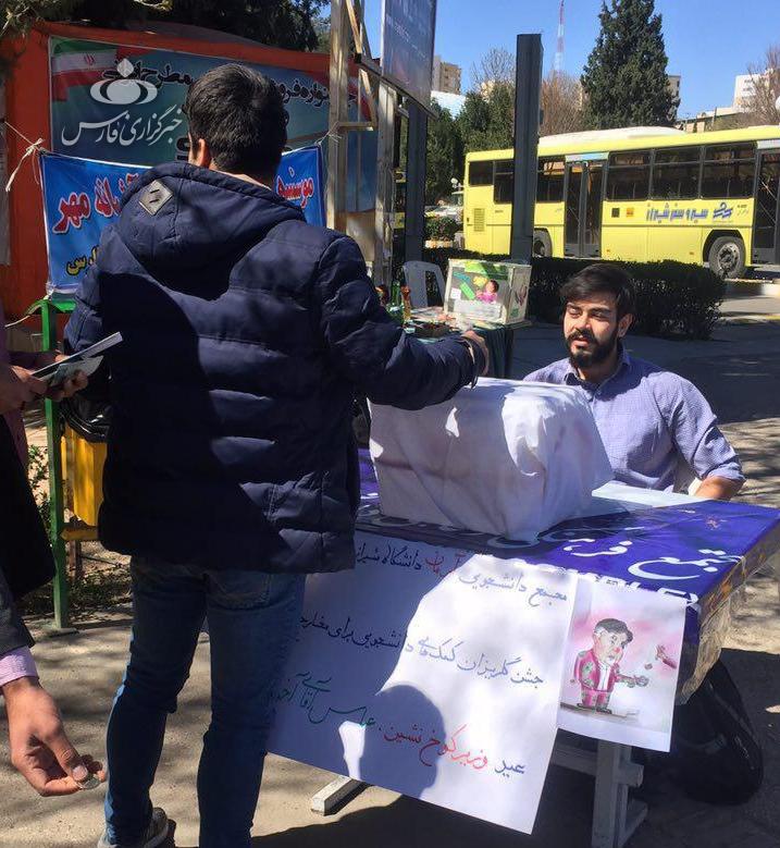 جشن گلریزان دانشجویان برای «آخوندی» +عکس