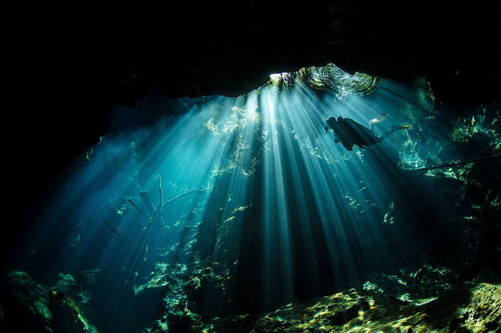 عکس روز نشنال جئوگرافیک؛ شنا در غار زیرزمینی