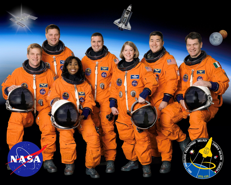 فضانوردان ناسا چقدر حقوق میگیرند؟