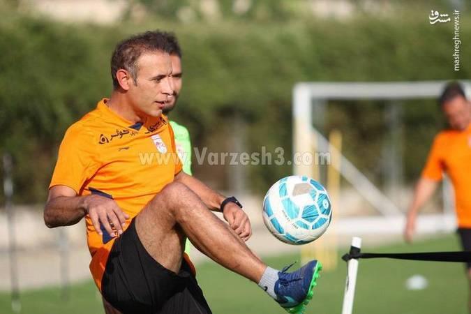 گلمحمدی از بازیکنانش کم نمیآورد +عکس