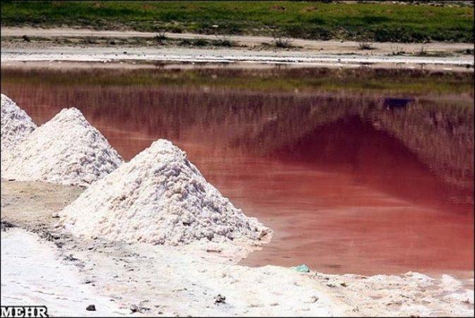 دریاچه مهارلو قرمز شد +تصاویر