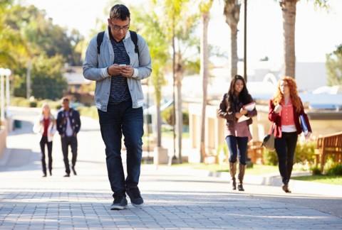 عاقبت حواسپرتی در هنگام کار با موبایل