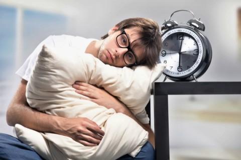 کم خوابی چه بر سر ما میآورد؟