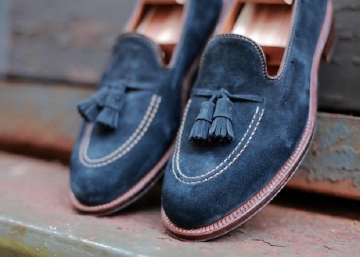 روش های تمیز کردن لکه های روی کفش جیر