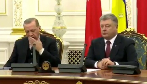 چرت زدن اردوغان در نشست خبری!