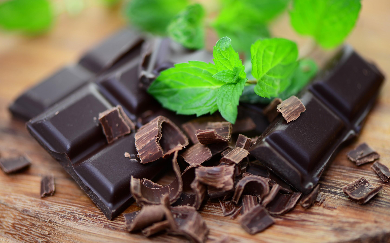 بهترین زمان خوردن شکلات تلخ