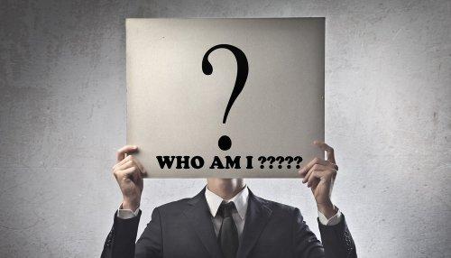 چرا ما خود را ﺩﺭ ﻫﺮ ﺯﻣﯿﻨﻪﺍﯼ، ﺑﺎﻻﺗﺮ ﺍﺯ ﺣﺪ ﻣﺘﻮﺳﻂ می دانیم؟
