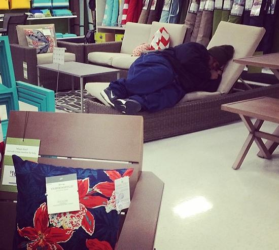تصاویری خندهدار از مردان در مراکز خرید