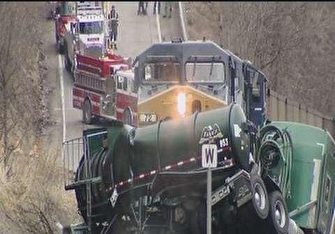 لحظه برخورد مرگبار غول های آهنی با خودروها