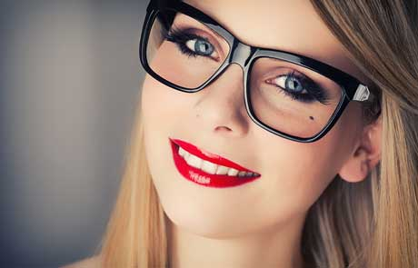 چه نکاتی برای اینکه آرایش چشم زیر عینک زیباتر شود!