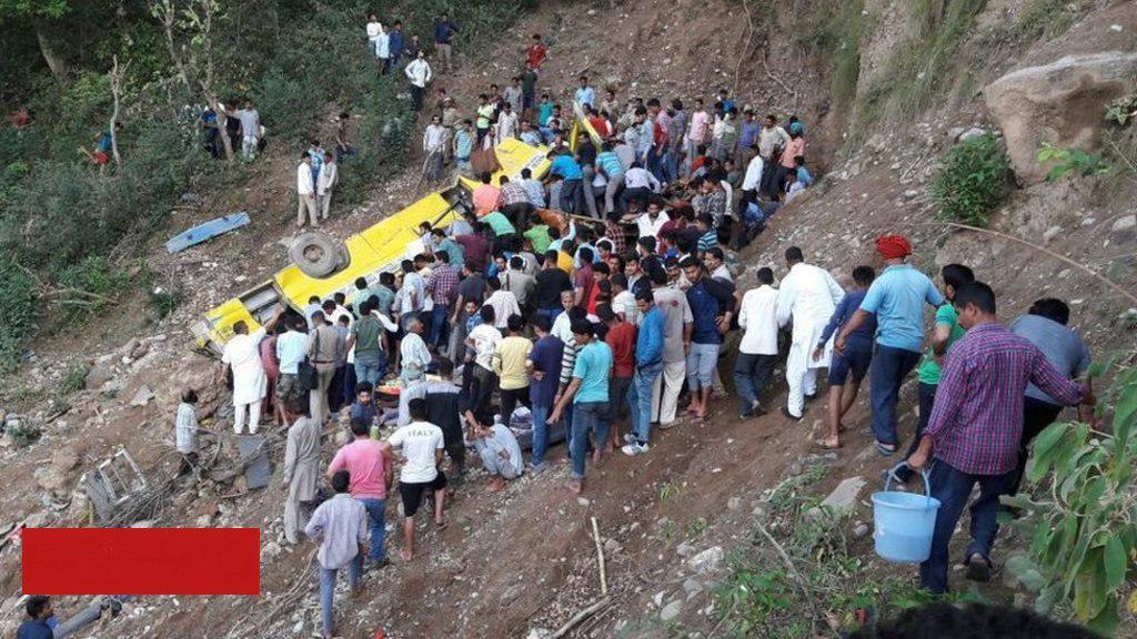 سقوط یک اتوبوس مدرسه به دره +عکس